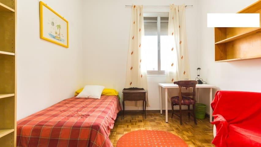 Room in Nuevos Ministerios