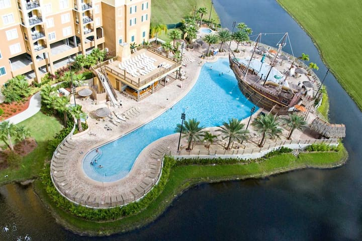 Luxury Condo, With Pirate Ship pool , NR Disney.