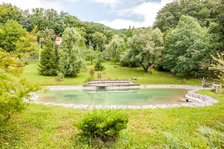 Country house with pool in Medvednica Nature Park