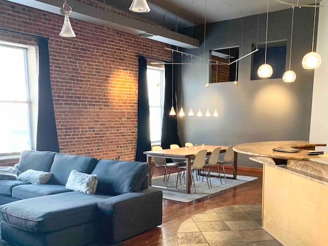 Historic Loft One Block from Union Station