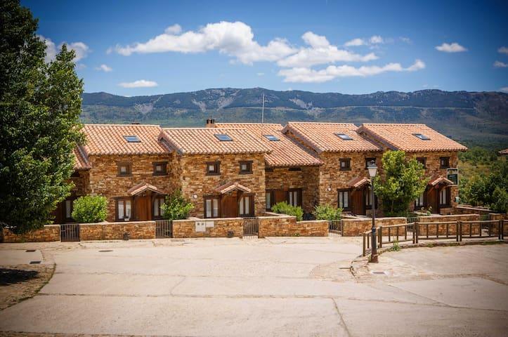 Horcajuelo de la Sierra的民宿