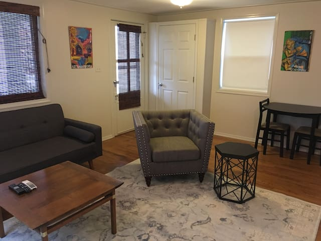 ★Top Belmont Private Apartment-Private Parking★