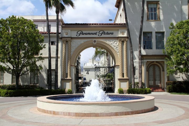 Work Or Play: Hollywood Beauty Next to Paramount