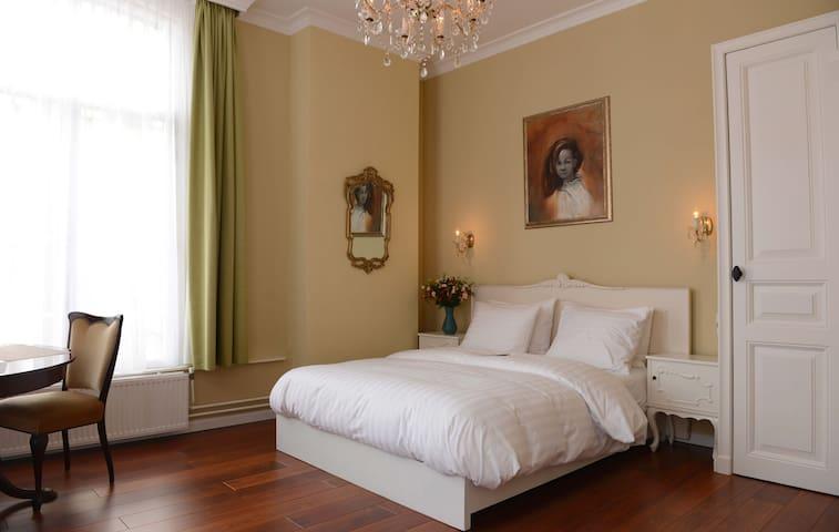 Bed and breakfast Easynuhman near van Gogh