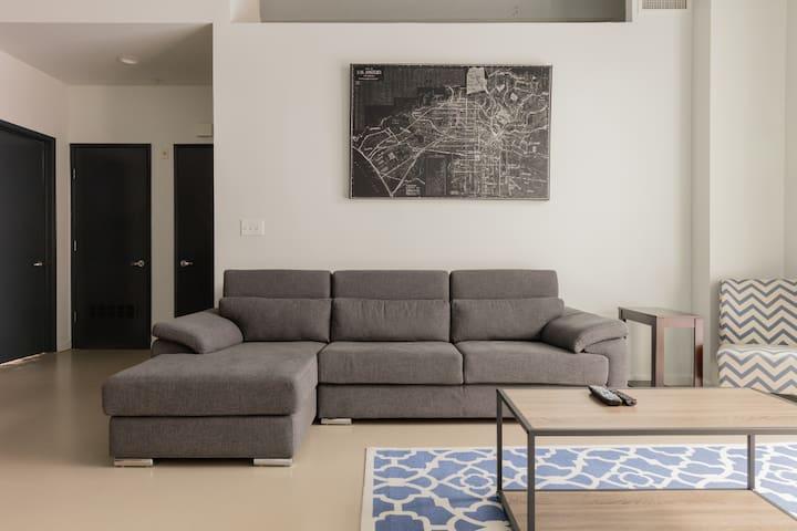 Great Loft Apartment, Heart of Downtown LA