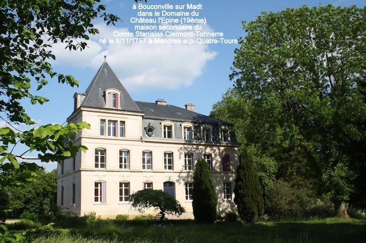 Bouconville-sur-Madt的民宿
