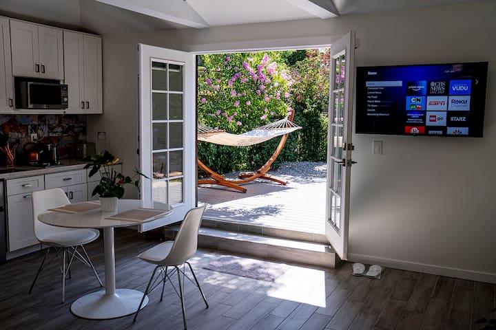 New Studio & Outdoor Oasis in Best Part Pasadena
