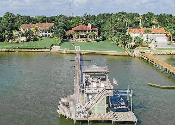 Luxury, Ocean Estate Heated Pools, Private Pier