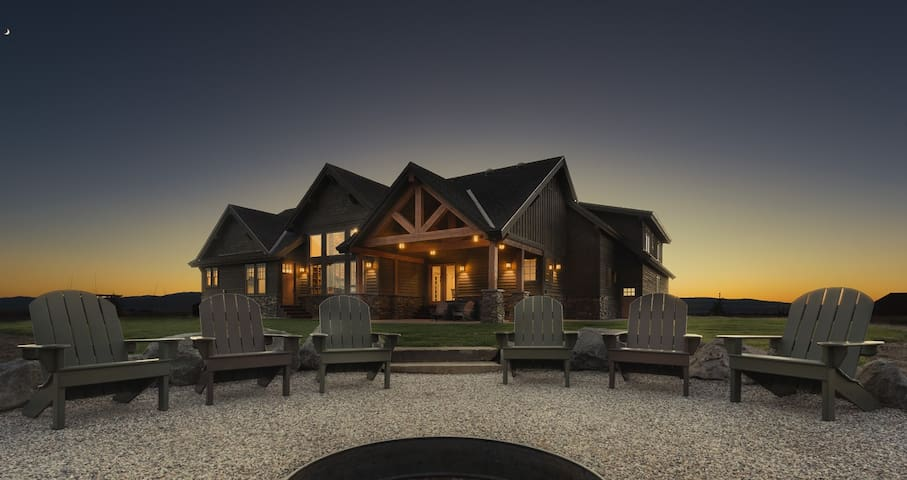 Tetonia Wilderness Lodge - Vacation Rental Dream with Hot Tub- CANCELLATION SPECIAL