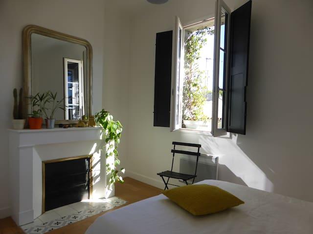 60 m2 en plein  coeur de Bordeaux .Parking 10 € /j