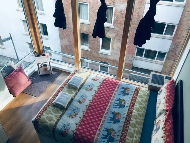 CITY-CENTRE Private double bedroom/Rooftop terasse