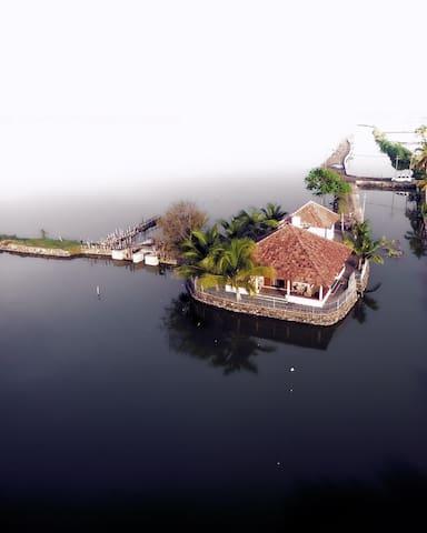 Kuzhuppilly的民宿