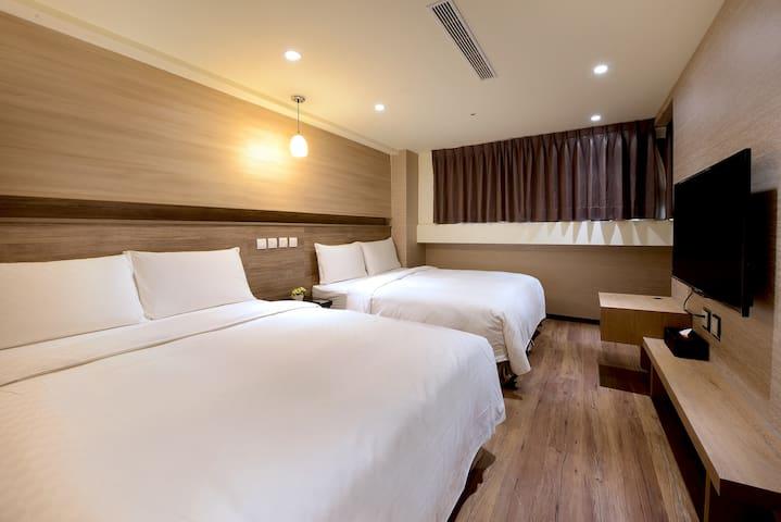 Deluxe Executive Quad Room 台北車站5分鐘 豪華VIP房(4人) *含早餐