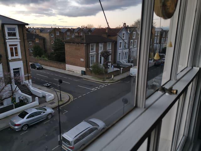 Top Floor single room Hammersmith/Shepherd's Bush