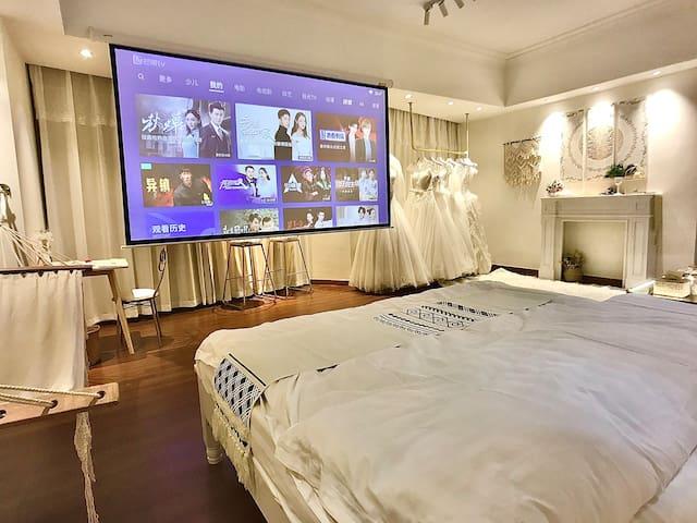 【简白】已消毒安心住婚纱试穿万达广场 金街 民宿 影院式巨幕投影 波西米亚风 莆田安福 全乳胶床垫