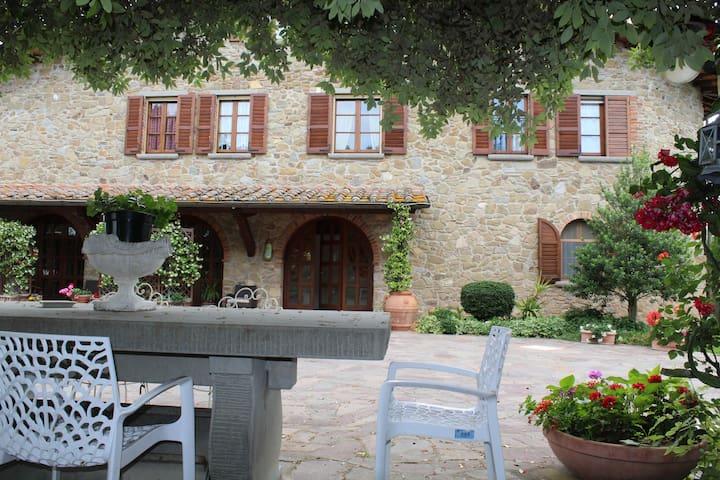 蒙泰圣萨维诺 (Monte San Savino)的民宿