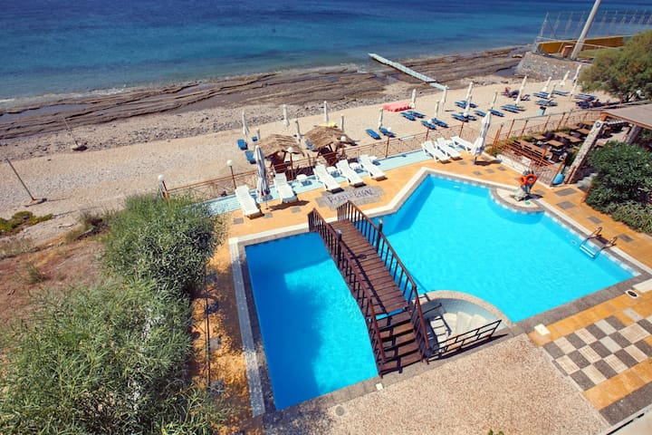 Agios Isidoros的民宿