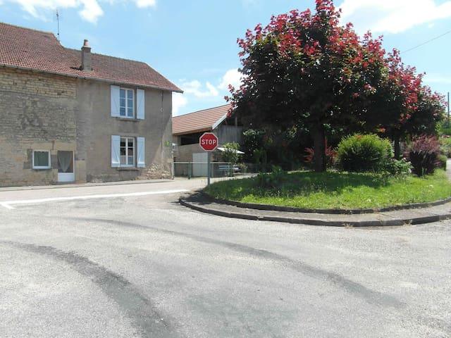 Breurey-lès-Faverney的民宿