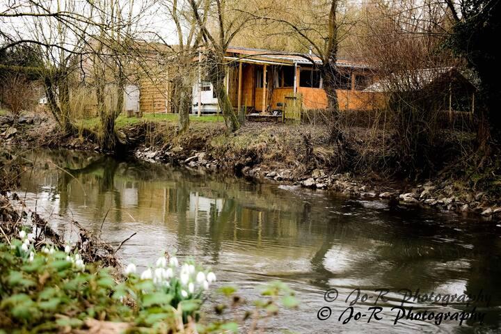 Bousignies-sur-Roc的民宿