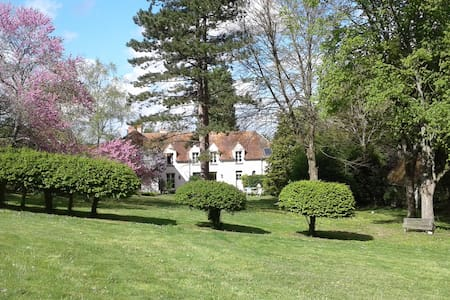Charming country guesthouse 20mn away from Paris