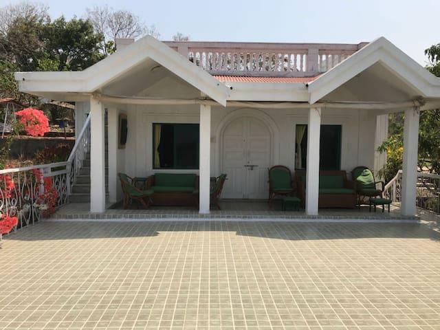 Nandgaon Village.的民宿