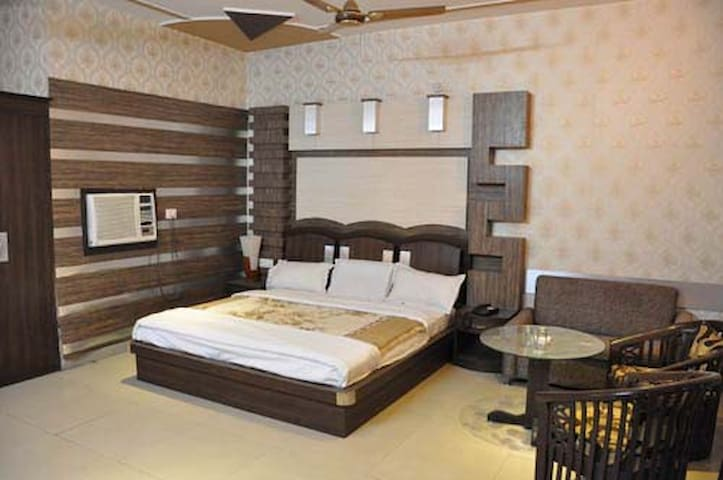 Mukut Mahal Banquette Private Limited Suite Room