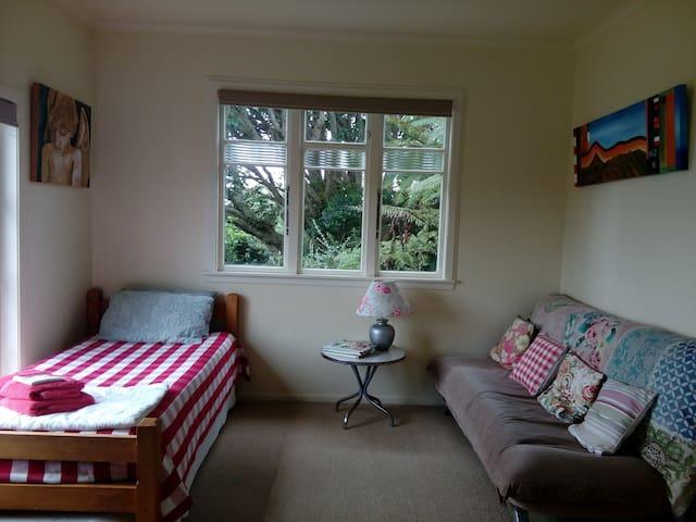 Oakura Guesthouse Ahu Ahu Twin Share