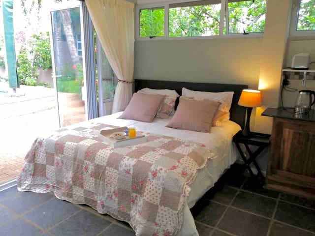 Fiori Rosa.  Cosy, comfy  & centrally located stay
