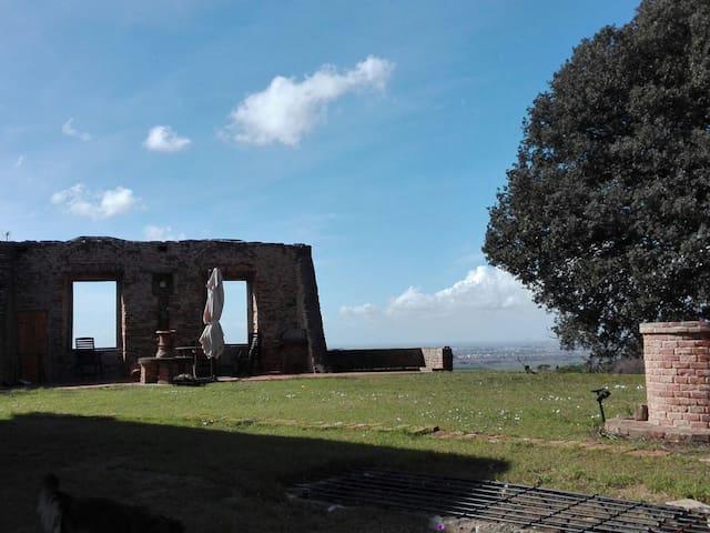 AL CASTELLO DELLA MONTACCHITA WHOLE APARTAMENT