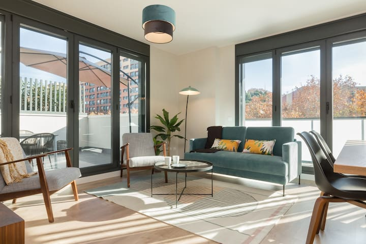 Luxurious 3 Bed Apt w/ Terrace in Sants-Montjuic