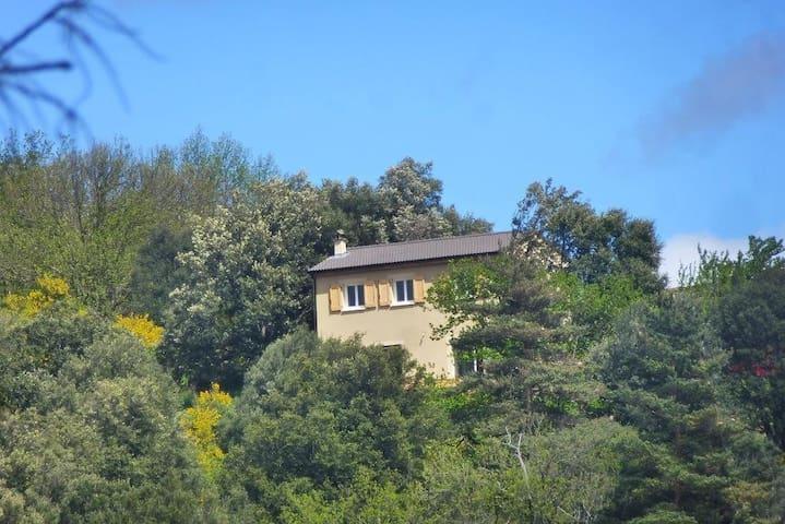 Saint-Hilaire-de-Lavit的民宿