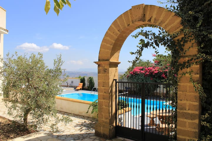 Villetta con giardino e piscina