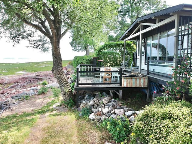 Le Rayon d'or cottage by the St-Laurent river