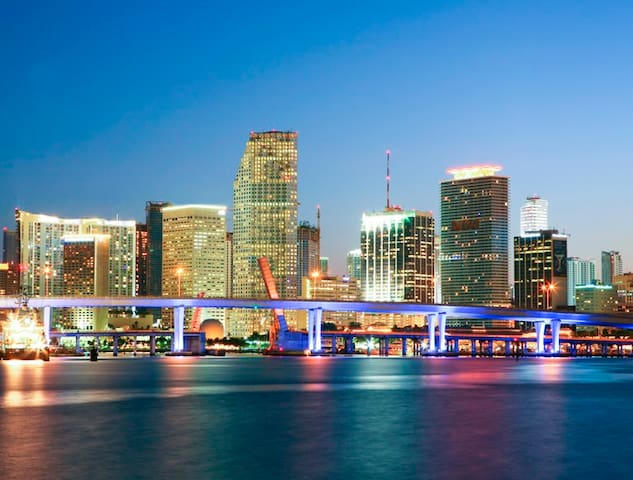 ULTIMATE GUIDBOOK TO MIAMI - dining, bars, sightseeing, art and outdoor activities