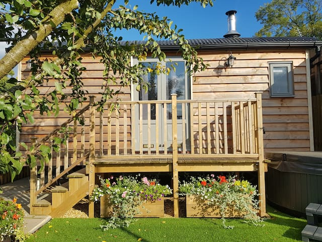 Little Cowdray Glamping - Shepherd's Hut