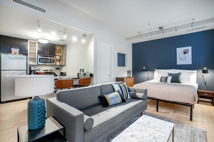 Ideal Downtown Studio w/ Gym, Rooftop, near Metro & WH, by Blueground