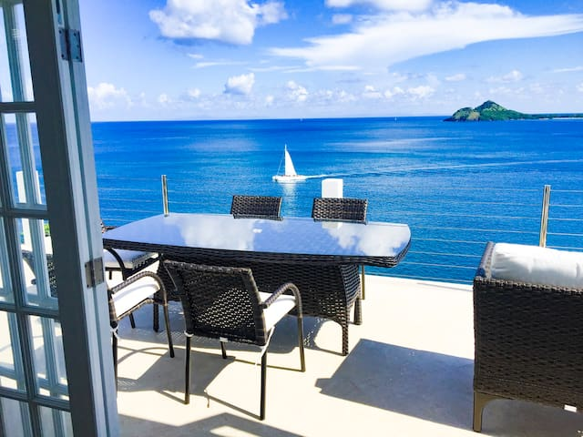 New! 3br/2ba oceanfront villa with pool, AC, WiFi