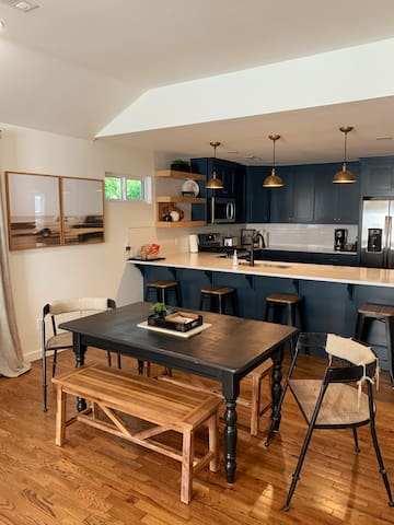 Brand NEW vintage remodel! Sunset Maple Bungalow