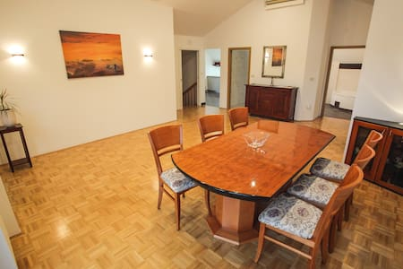 Spacious Central apartment, Terrace, Free parking