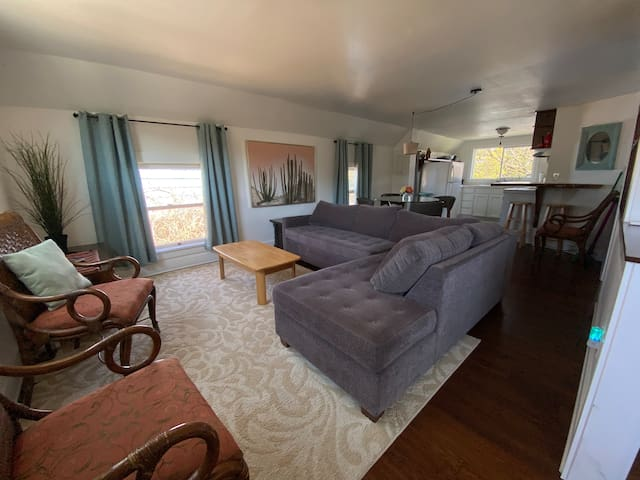 Comfy Convenient Home in Lovely Montavilla