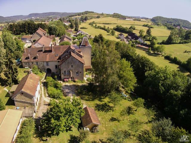 Villeneuve-Sous-Pymont的民宿
