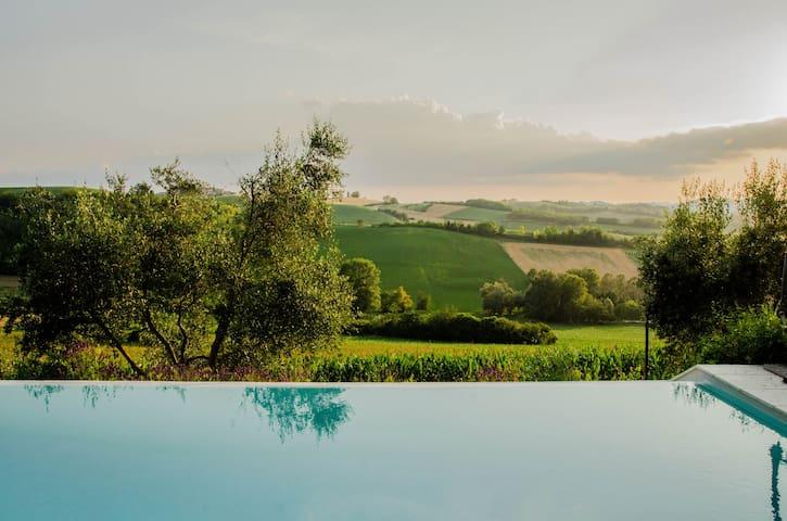 Conzano Monferrato Piemonte的民宿