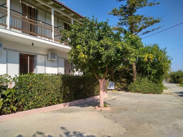 Studio in the center of lagana,200m from the beach