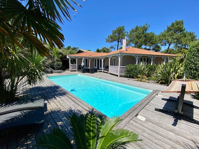 Fantastic villa with pool close to bay and ocean