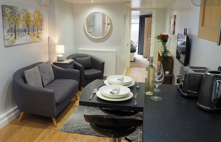 ⭐Private Self Contained Apartment With Parking⭐