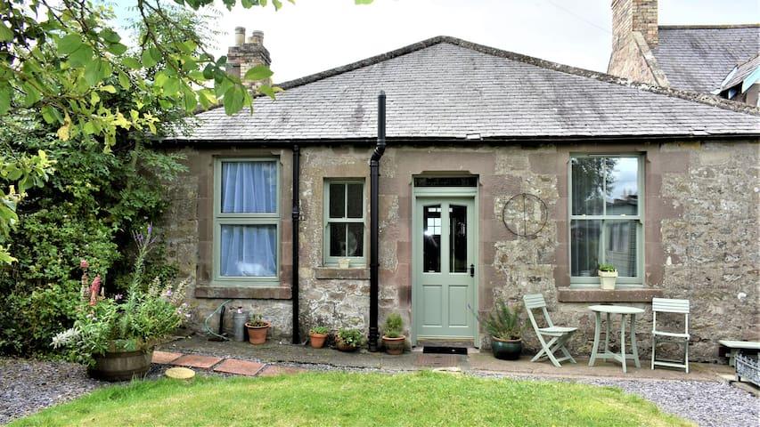 Whippet Lodge, Scottish Borders Cottage.