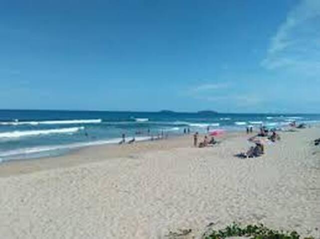 Praia do Ervino的民宿
