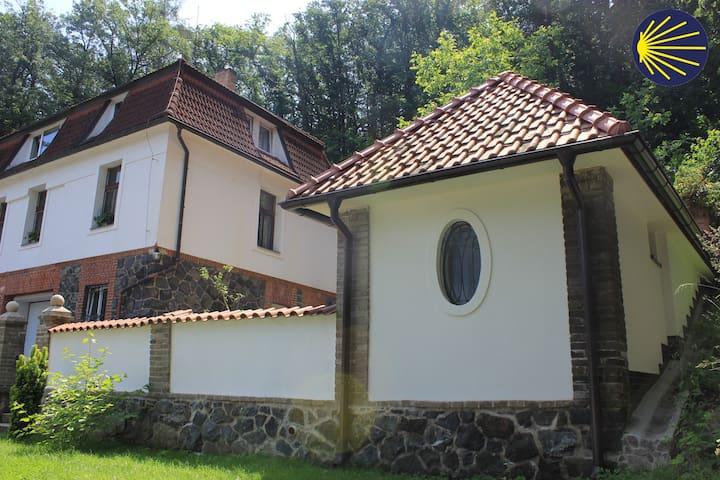 Zbraslav的民宿