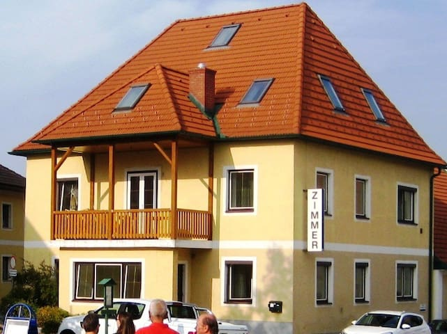 Kirchberg am Walde的民宿