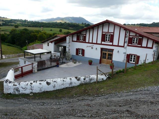 Saint-Esteben的民宿